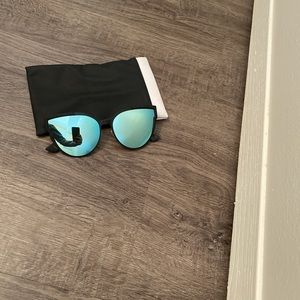 Accessories - Quay Australia sunglasses